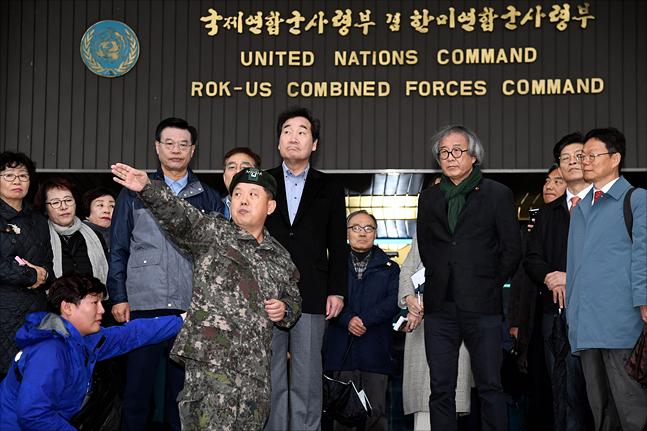 이낙연 국무총리가 8일 서울 용산미군기지에서 버스투어를 하고 있다. ⓒ총리실 제공
