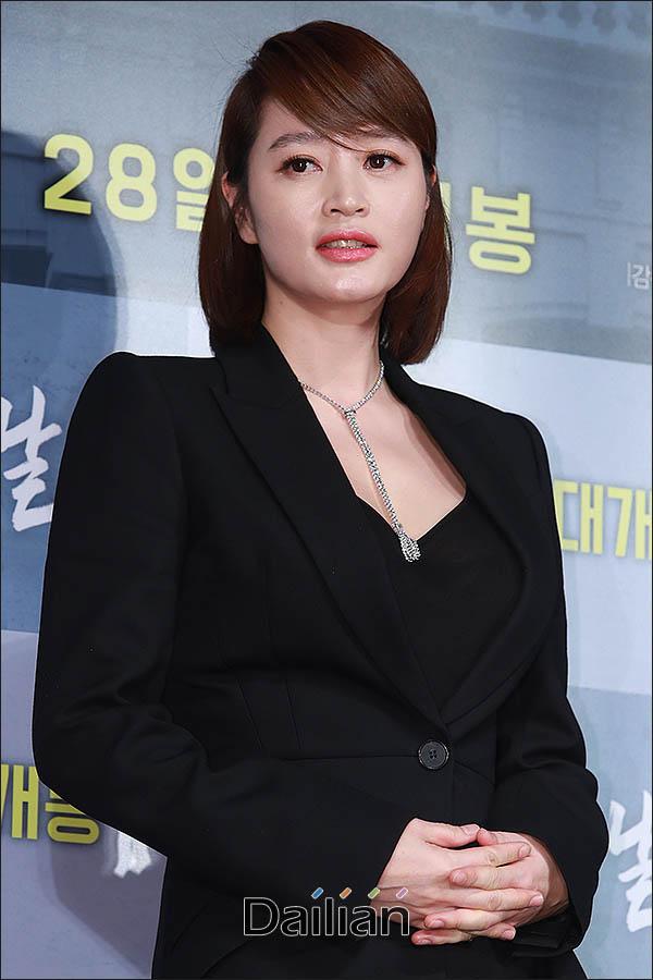 배우 김혜수가 9일 오후 7시