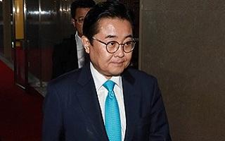 '검찰 조사 임박' 전병헌…'거취문제' 카운트다운