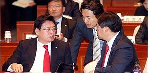 의원총회 개최한 자유한국당