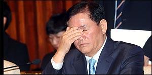 최경환, 의원총회 참석해 억울함 호소