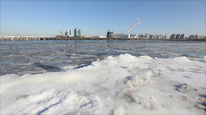 '영하 15도...서울 강타한 최강 한파로 얼어붙은 한강'
