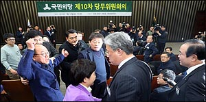 금뱃지면 다냐!, 삿대질과 고성, 난장판 국민의당