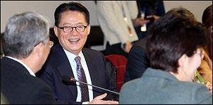 개혁신당창당파의 여유, 크게 웃는 박지원