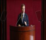 60% 첫 붕괴 '폭락'...문재인 대통령 지지율 56.7%