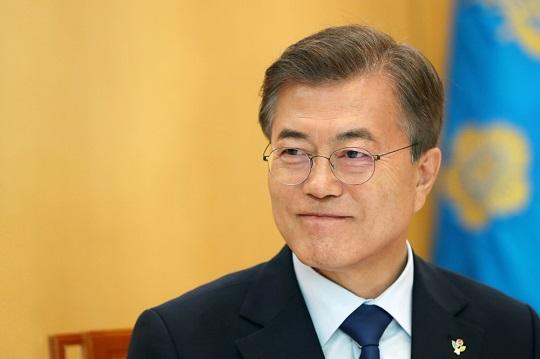 미투 뒤덮은 외교성과…문 대통령 지지율 67.9%로 상승