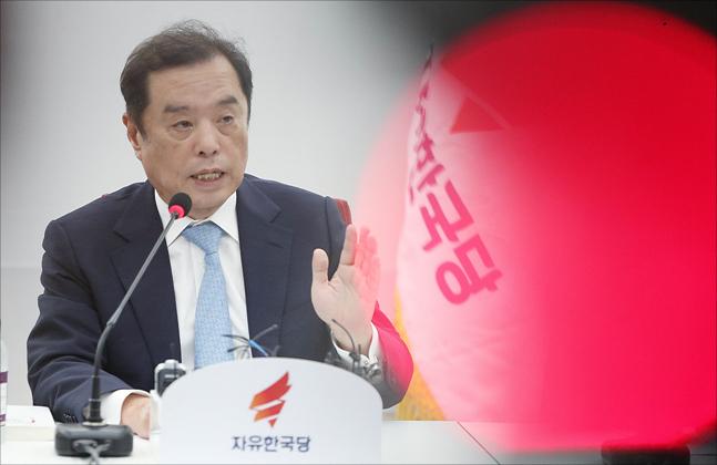 """""""경찰의 김병준 내사 사실 공표, 명백한 범죄다"""""""