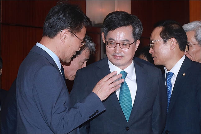 '경질' 김동연, '문재인정권의 유진룡' 될까