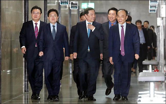 '전원책의 한달' 있었던 일은…한국당, 혁신 가능할까